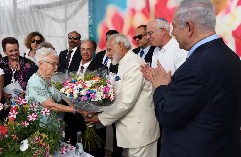Indian Prime Minister Narendra Modi receives flowers at Danziger farms on July 4, 2017. (photo credit: PRIME MINISTER'S OFFICE)