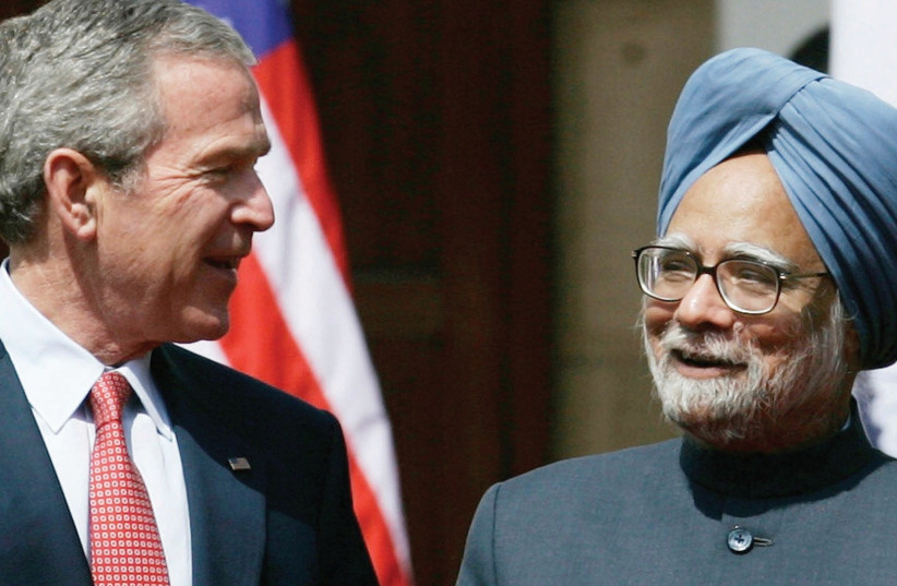 US PRESIDENT George W. Bush walks with India's then-prime minister Manmohan Singh to a joint news conference at Hyderabad House in New Delhi in 2006 (photo credit: REUTERS)