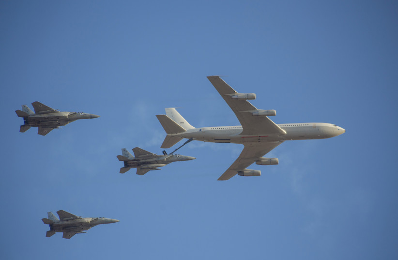 Boeing 707 Re'em refuels IAF jets (photo credit: IDF SPOKESPERSON'S UNIT)