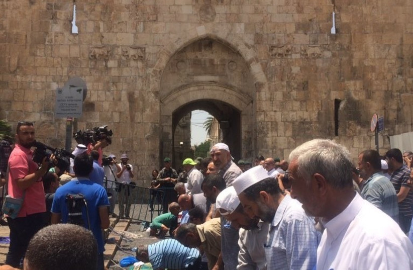 For the second day, Muslim worshipers refuse to enter Temple Mount over new Israeli security measures, July 17, 2017 (photo credit: UDI SHAHAM)