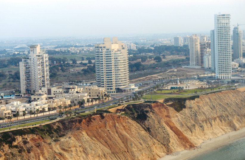 Une vue aérienne du bord de mer israélien (photo credit: GPO)