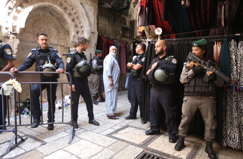 Israeli security on high alert at the Old City of Jerusalem, July 28, 2017. (photo credit: MARC ISRAEL SELLEM)