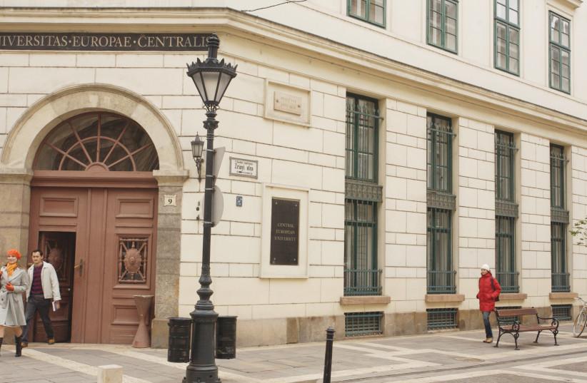 L'entrée de l'université d'Europe Centrale (photo credit: WIKIPEDIA)