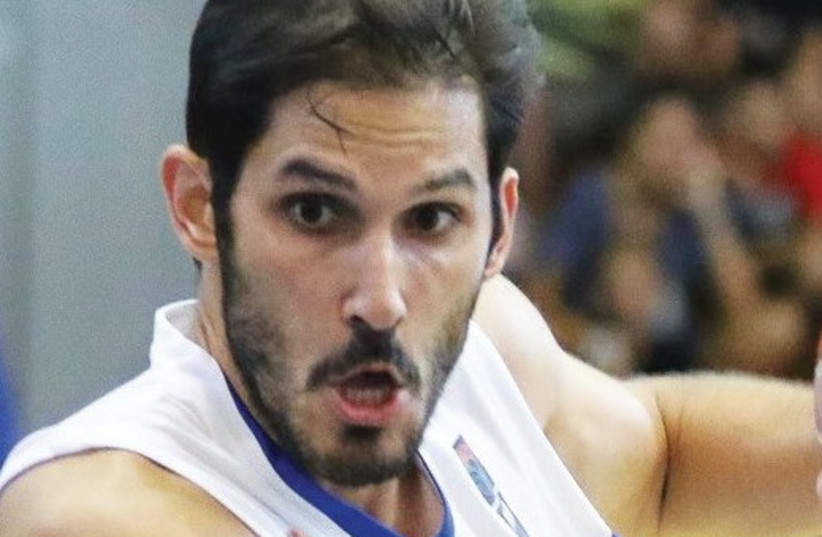 Israel forward Omri Casspi scored a team-high 16 points in last night's 85-81 win over Romania in a tune-up game ahead of EuroBasket 2017. (photo credit: ALINA-DIANA COJOCARU)