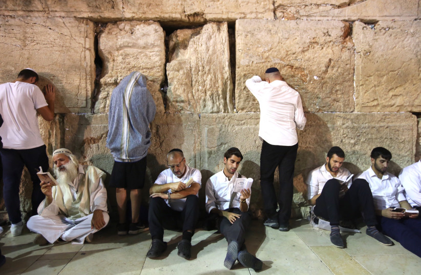 Jews praying at the Western Wall on the eve of Tisha Be'av, July 31, 2017. (photo credit: MARC ISRAEL SELLEM)