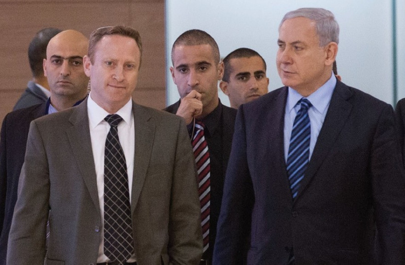Prime Minister Benjamin Netanyahu and former chief of staff Ari Harow (photo credit: MIRIAM ALSTER/FLASH90)