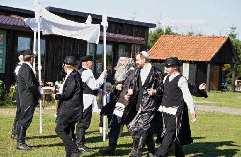 Town in Poland recreates Jewish wedding (photo credit: JONNY DANIELS)