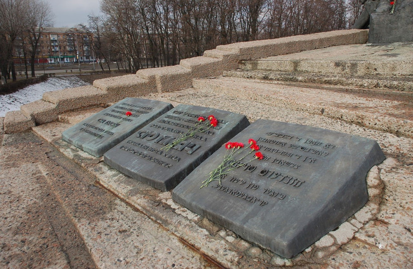 Monument to the Murdered at Babi Yar, Kiev (photo credit: ROLAND GEIDER / WIKIMEDIA COMMONS / PUBLIC DOMAIN)
