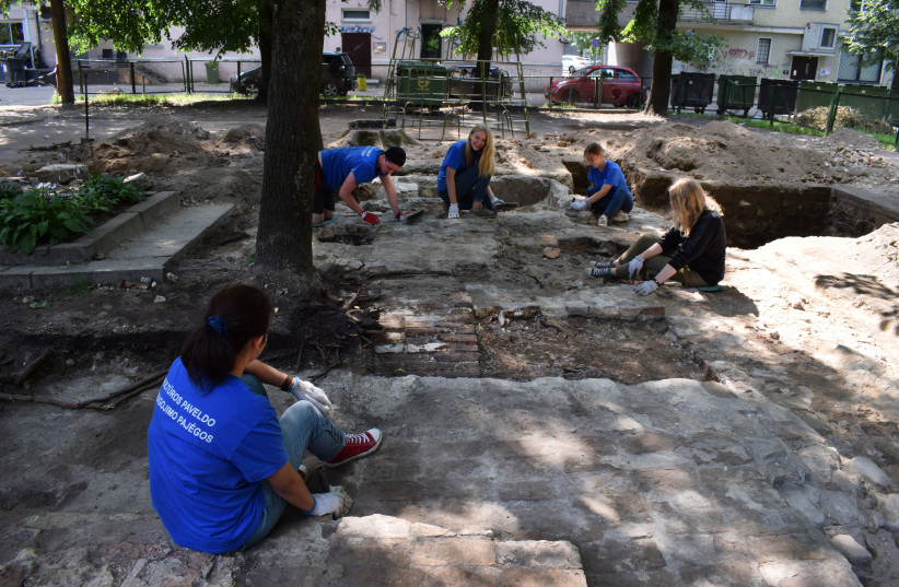 Volunteers, students and archaeologists excavate two recently uncovered mikves once belonging to the Great Synagogue of Vilna. (photo credit: DR. JOHNATHAN SELIGMAN)