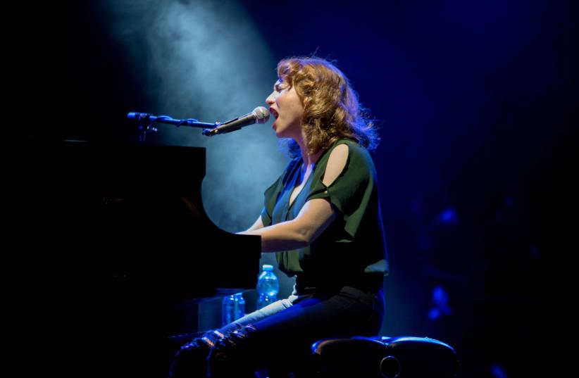 Regina Spektor performs at the Ra'anana Amphipark (photo credit: LIOR KETER)