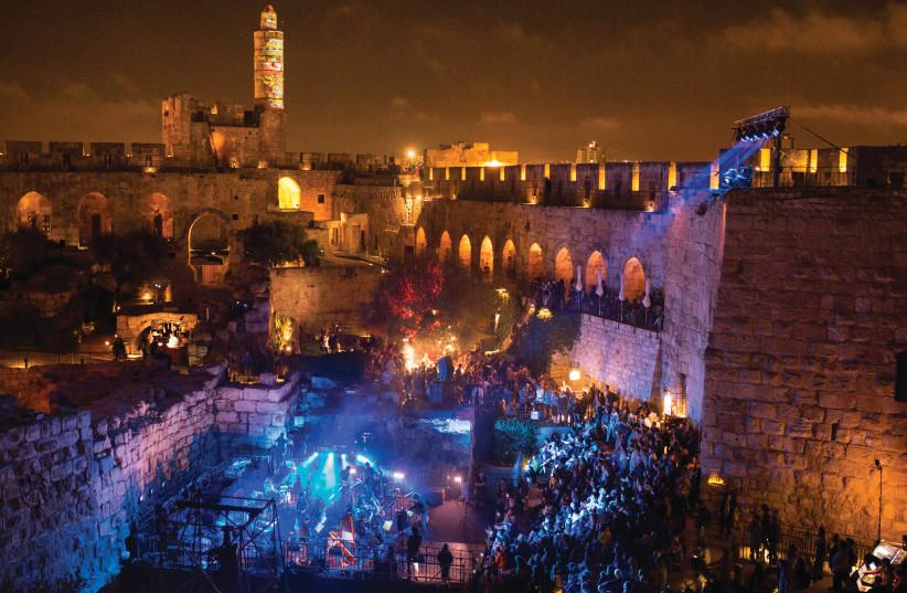 Jérusalem illuminée lors du festival de musique sacrée (photo credit: HANAN BAR ASOULIN)