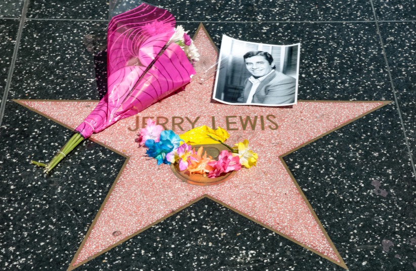 A makeshift memorial appears for late comedian, actor and legendary entertainer Jerry Lewis around his star on the Hollywood Walk of Fame in Los Angeles, California, US. August 20, 2017. (photo credit: REUTERS/KYLE GRILLOT)