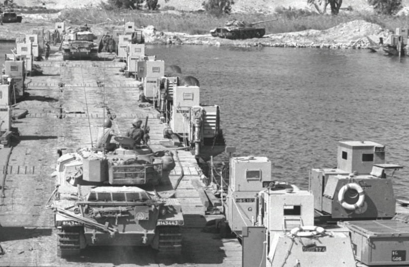 TANK reinforcements crossing to the bridgehead on the west bank of the Suez Canal during the Yom Kippur War, 1973.  (photo credit: NATIONAL PHOTO COLLECTION)