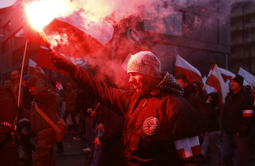 Protesters light flares and carry Polish flags during a rally, organised by far-right, nationalist groups, to mark the anniversary of Polish independence in Warsaw, Poland, November 11, 2016. (photo credit: REUTERS)