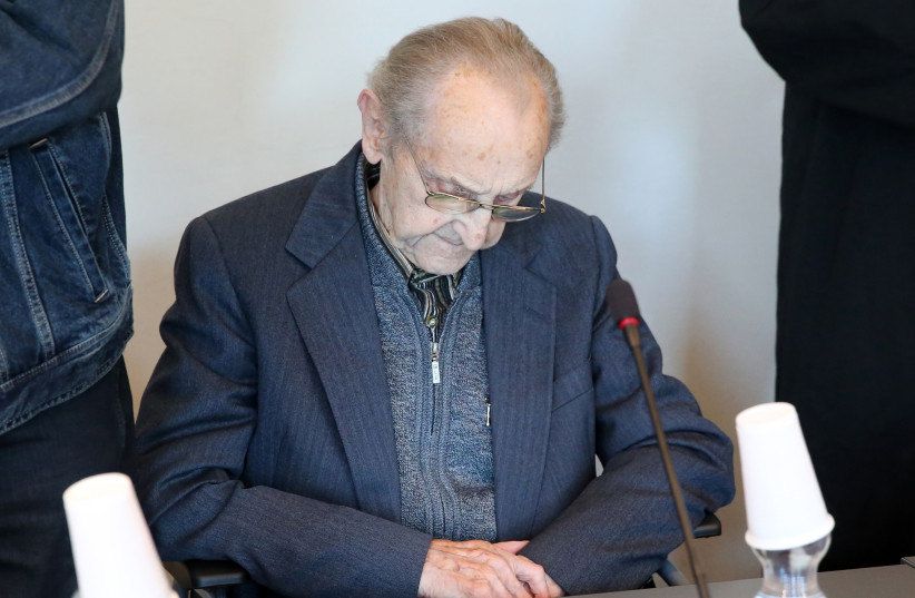Former SS medic Hubert Zafke, accused of aiding in 3,681 murders in Auschwitz in 1944, attends his trial on September 12, 2016 at the court in Neubrandenburg. (photo credit: BERND WÜSTNECK / DPA / AFP)