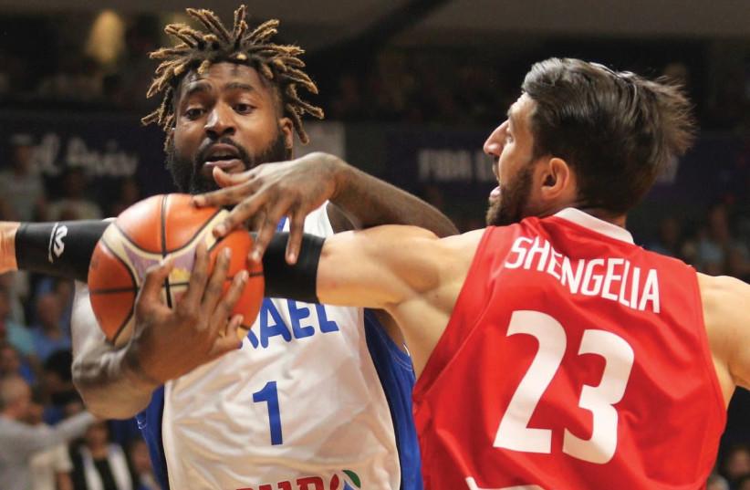 Israel Center Richard Howell (left) loses the ball to Georgia's Tornike Shengelia during last night's EuroBasket encounter at Yad Eliyahu Arena in Tel Aviv. (photo credit: ADI AVISHAI)