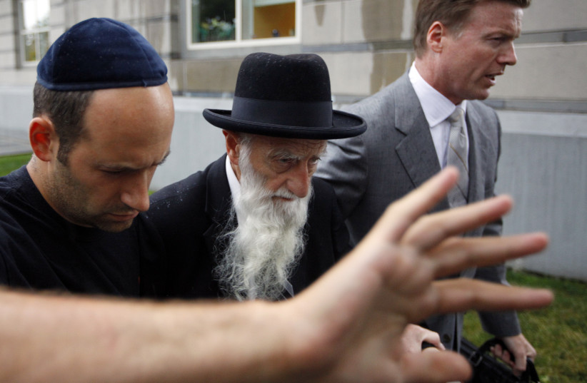 Rabbi Saul Kassin (C), the chief rabbi of a synagogue in Brooklyn, N.Y., exits federal court after being one of the more than 40 people to be arrested in a federal investigation of public corruption and international money laundering, in Newark, N.J., July 23, 2009.  (photo credit: CHIP EAST / REUTERS)