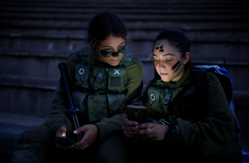 Israeli soldiers rest during a training session in Ben Shemen forest, near the city of Modi'in May 23, 2016. (photo credit: REUTERS)