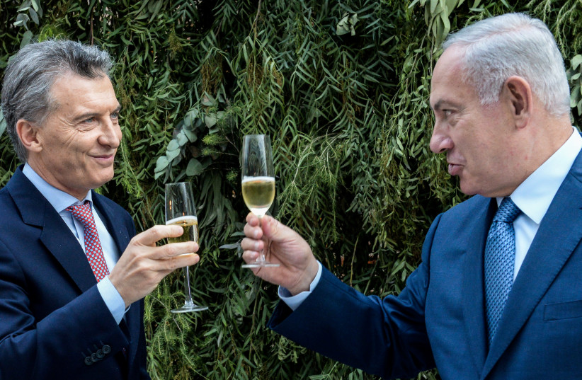 Israeli Prime Minister Netanyahu and Argentina's President Macri make a toast during Netanyahu's visit to Argentina (photo credit: HANDOUT/REUTERS)