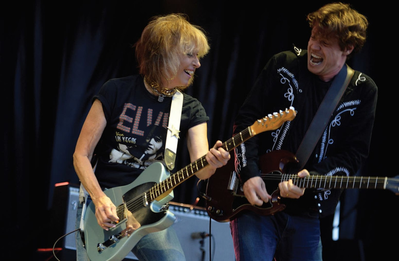 Singer Chrissie Hynde (left) of The Pretenders (photo credit: VINCENT WEST / REUTERS)