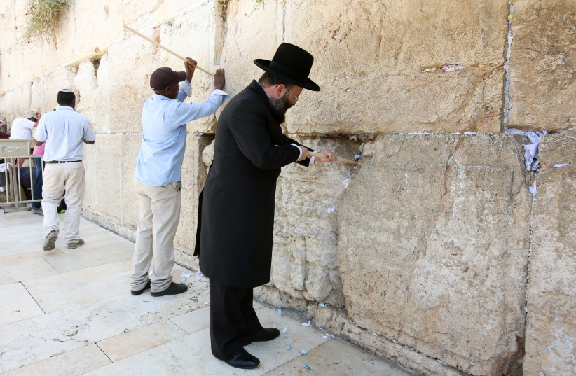 Jews cleaning out notes from the Western Wall ahead of Rosh Hashanah (photo credit: MARC ISRAEL SELLEM)