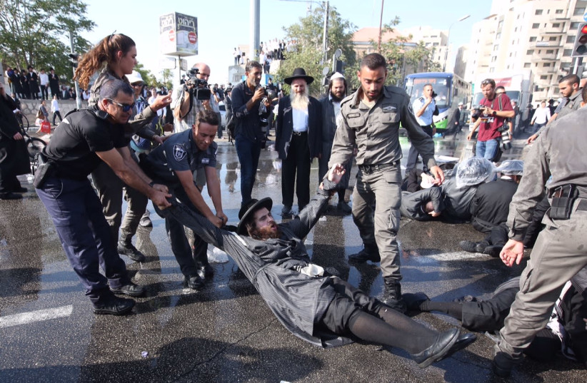 Israeli police breaking up an ultra-Orthodox protest in Jerusalem, September 17, 2017.  (photo credit: MARC ISRAEL SELLEM/THE JERUSALEM POST)