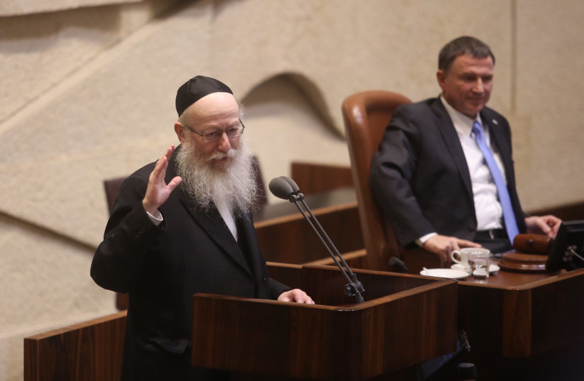 Health Minister Ya'acov Litzman at the Knesset plenum discussing goverment allowances for the disabled, September 18, 2017. (photo credit: MARC ISRAEL SELLEM/THE JERUSALEM POST)