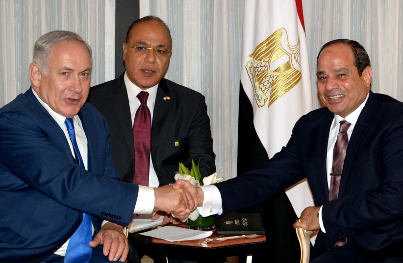 Prime Minister Benjamin Netanyahu meets with Egyptian President al-Sisi in New York.  (photo credit: AVI OHAYON - GPO)
