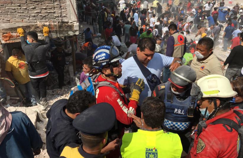 ZAKA volunteers help victims of the Mexico earthquake (photo credit: ZAKA)