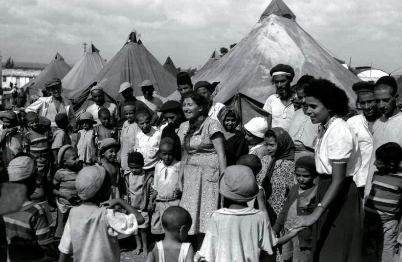 Jewish immigrants from Yemen in a tent encampment in 1949 as they are visited by Israeli nurses. (photo credit: REUTERS)