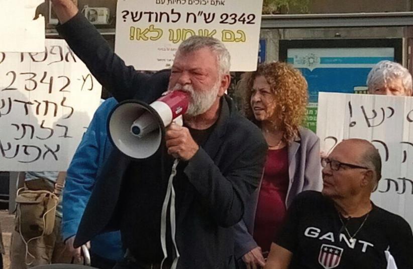 Meretz MK addresses minimum wage protestors (photo credit: ANAT VARDIMON)
