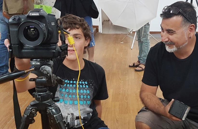 Rafi Wolach teaches photography at SHEKEL summer course. (photo credit: COURTESY SHARON SIMMER)