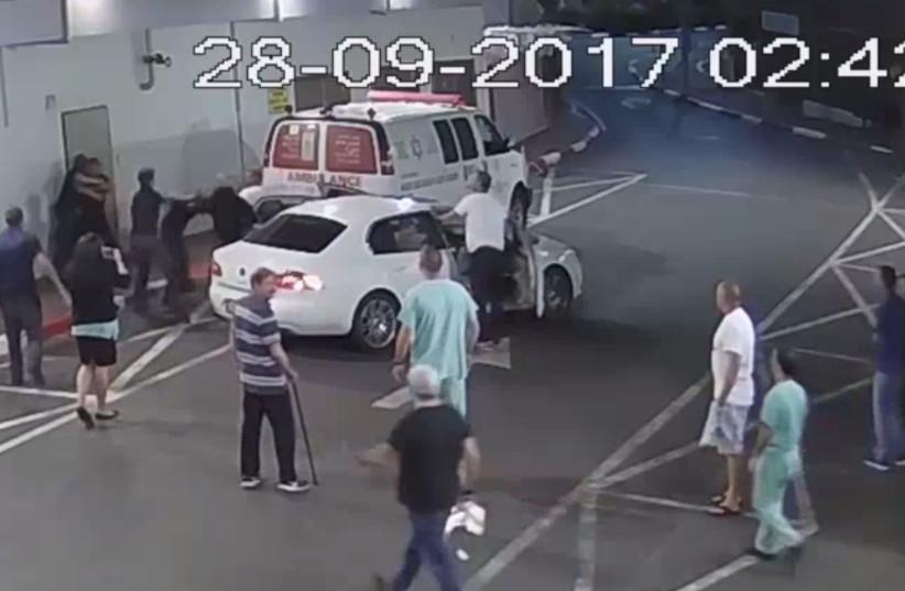 Violent scenes at Tel Aviv's Ichilov Hospital, September 28, 2017 (photo credit: SCREENSHOT/ICHILOV HOSPITAL)