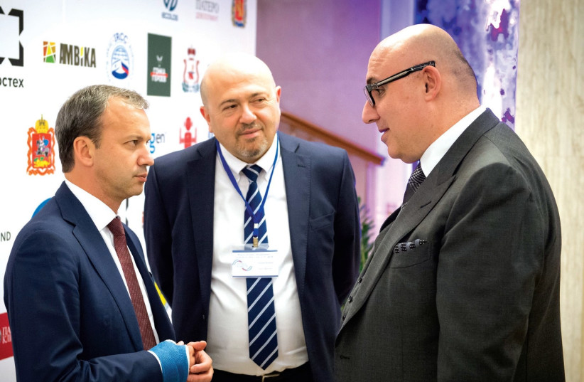 ISRAEL-RUSSIA Business Council chairman Temur Ben-Yehuda (right) speaks with Russian Deputy Prime Minister Arkady Dvorkovich (left) and Israel's Ambassador to Russia Gary Koren. (photo credit: Courtesy)