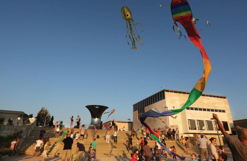 Kite-flying Festival at the Israel Museum's Billy Rose Art Garden. (photo credit: MARC ISRAEL SELLEM)