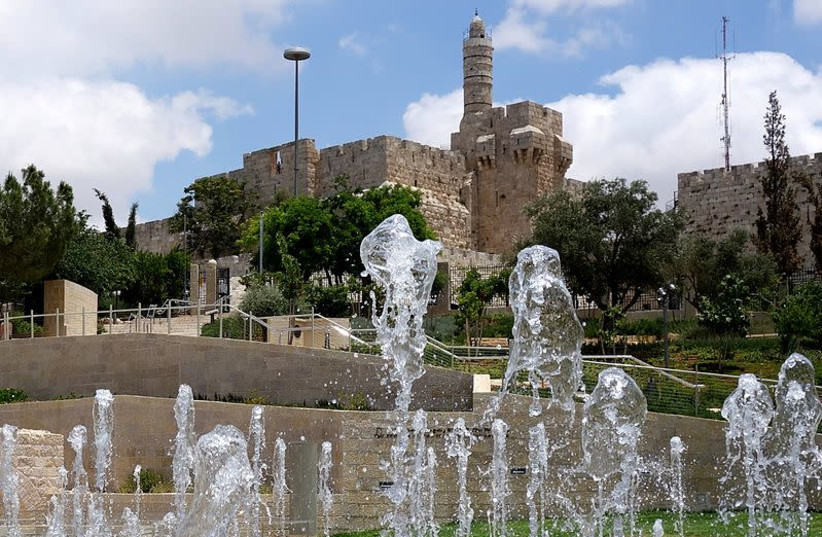 The fountain at Teddy Park near the Old City of Jerusalem walls. (photo credit: BOAZ DOLEV/WIKIMEDIA COMMONS)