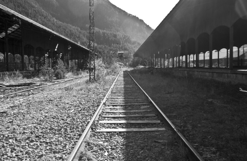Canfranc Railway Black and White (photo credit: ALBERTO PASCUAL / WIKIMEDIA COMMONS)
