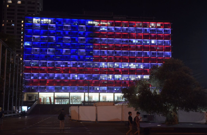 The Tel Aviv-Yafo municipality building lights up in the colors of the American flag to express solidarity with the people of America in the wake of the Las Vegas shooting.  (photo credit: AVRAHAM SASSONI)