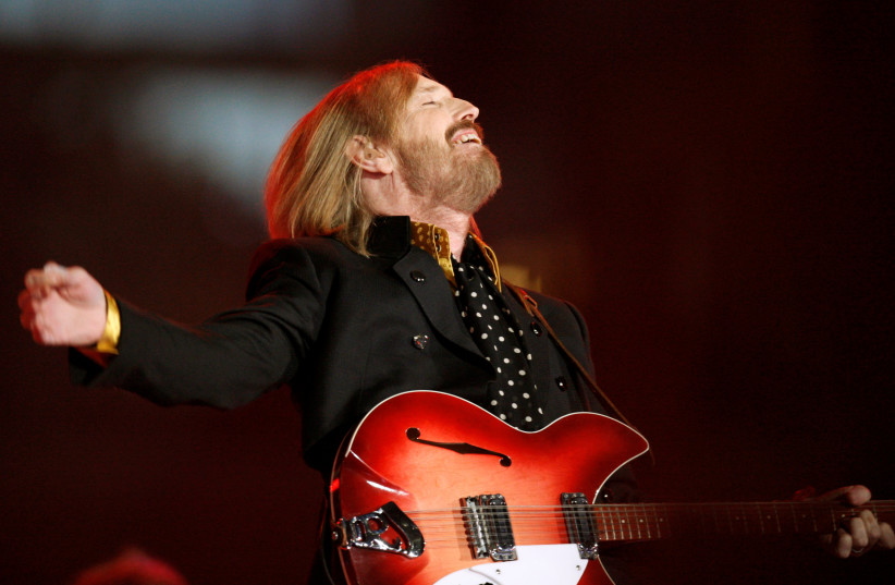 Singer and songwriter Tom Petty performs during the half time show of the NFL's Super Bowl XLII football game between the New England Patriots and the New York Giants in Glendale, Arizona, U.S., February 3, 2008 (photo credit: REUTERS/LUCY NICHOLSON/FILE PHOTO)