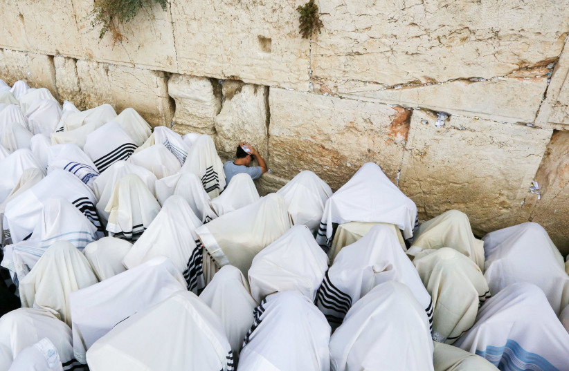 Birkat Kohanim at the Western Wall in Jerusalem. (photo credit: MARC ISRAEL SELLEM)