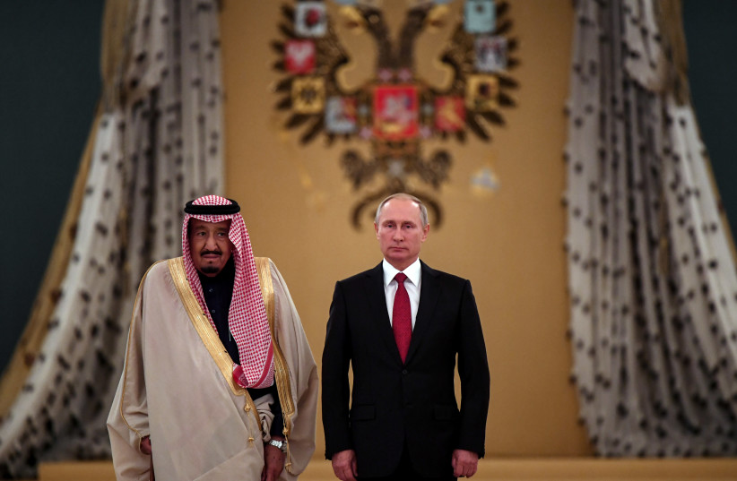 Russian President Vladimir Putin (R) and Saudi Arabia's King Salman attend a welcoming ceremony ahead of their talks in the Kremlin in Moscow, Russia October 5, 2017. (photo credit: REUTERS/YURI KADOBNOV/POOL)