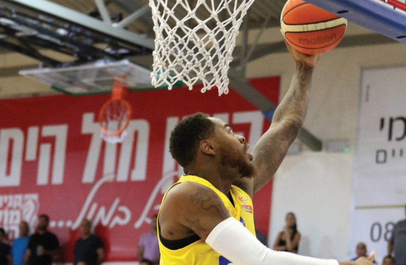 Maccabi Tel Aviv forward DeShaun Thomas scores two of his game-high 16 points in last night's 82-68 win at Hapoel Eilat in BSL action. Maccabi visits Bamberg in its Euroleague opener on Thursday (photo credit: FRANCISCO DI STASIO/BSL)