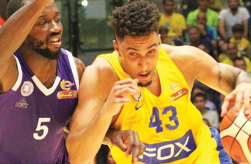 Maccabi Tel Aviv forward Jonah Bolden (right) is among seven yellow-and-blue players who could make their Euroleague debuts tonight when the 2017/18 campaign gets under way in Bamberg, Germany. (photo credit: ADI AVISHAI)
