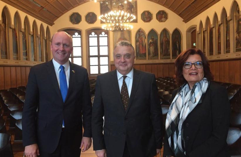 Frankfurt Mayor Uwe Becker, Israeli Ambassador to Germany Jeremy Isaccharoff, and journalist Claudia Korenke (photo credit: TWITTER)