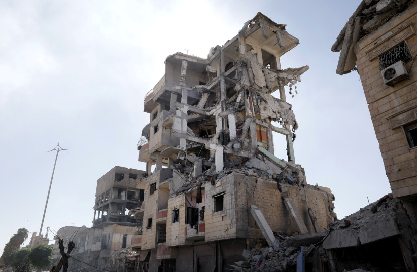 Houses destroyed in Raqqa. (photo credit: REUTERS)