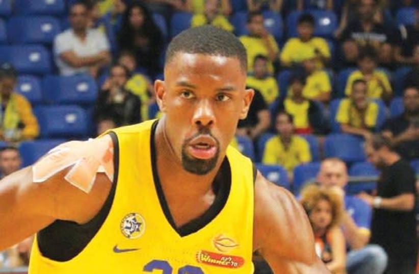 Maccabi Tel Aviv guard Norris Cole had a game-high 19 points in last night's 80-61 win over Bnei Herzliya at Yad Eliyahu Arena. (photo credit: ADI AVISHAI)