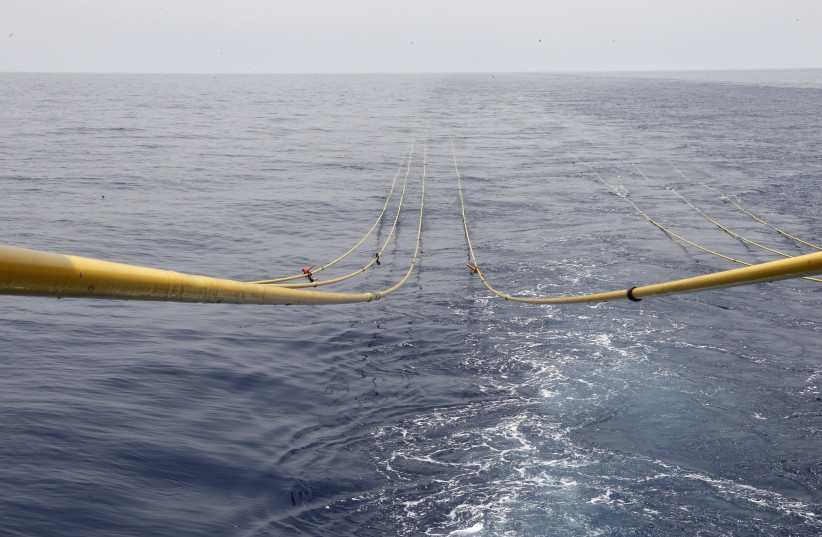 Cables descend into Lebanese waters for gas exploration (photo credit: MOHAMED AZAKIR / REUTERS)