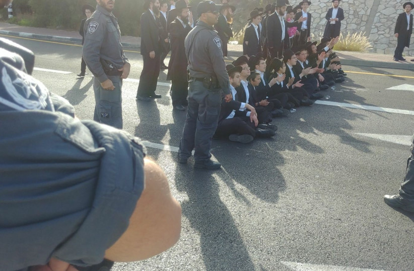 Mass haredi protest blocks traffic arteries in Israel.  (photo credit: POLICE SPOKESPERSON'S UNIT)