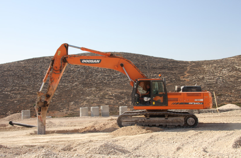 Construction at the Amihai settlement (photo credit: TOVAH LAZAROFF)