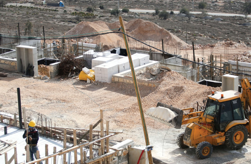 Building homes in Shiloh. (photo credit: MARC ISRAEL SELLEM/THE JERUSALEM POST)